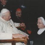 L'attuale Madre Generale con Giovanni Paolo II  7 lugio 2003
